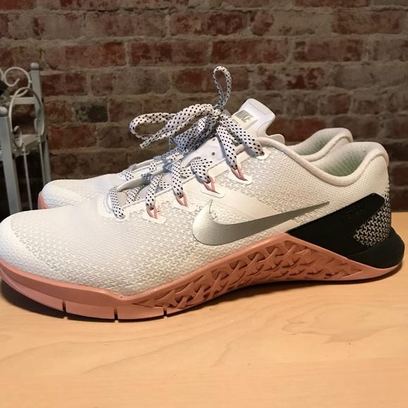 hot sale online 86f6b 6cbb9 Nike Metcon 4 (Women s). M 5a79a2f1fcdc31203645bcce
